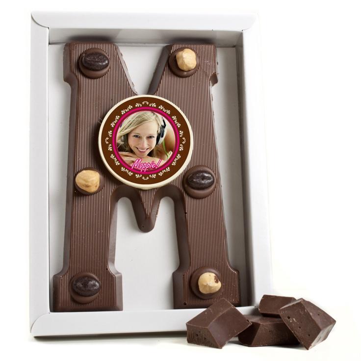 Een heerlijke chocoladeletter met jouw foto! Leuk Sinterklaascadeau!