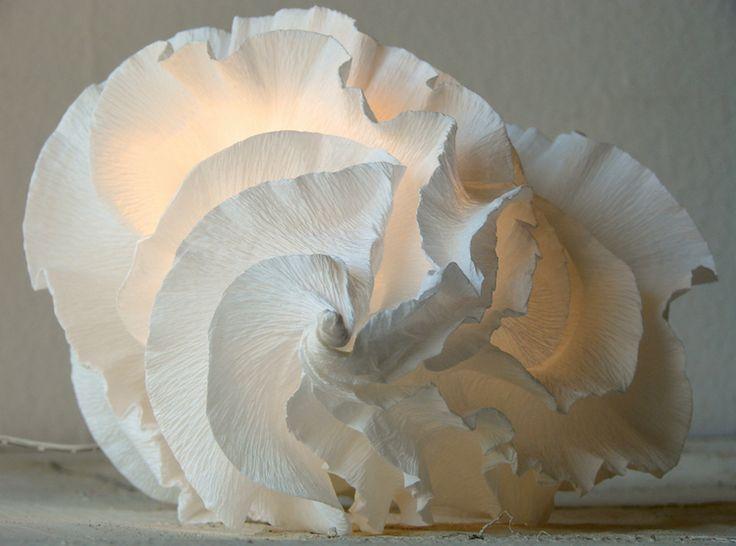 Eco design: Lampade a led di carta crespa, bomboniere matrimonio eco friendly . Handmade paper lamps shade, origami paper lanterns by Alessandra Fabre Repetto Roma Italy