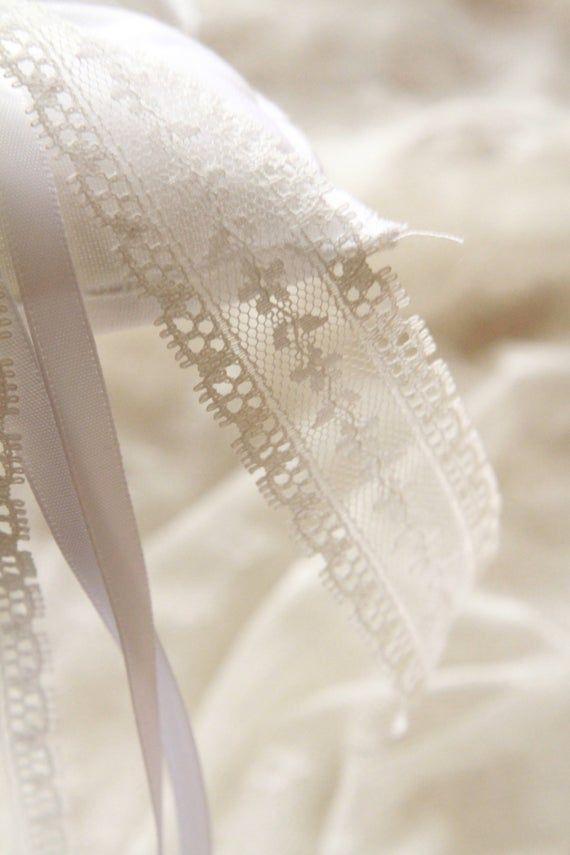 Coussin alliances mariage champêtre bohème blanc dentelle