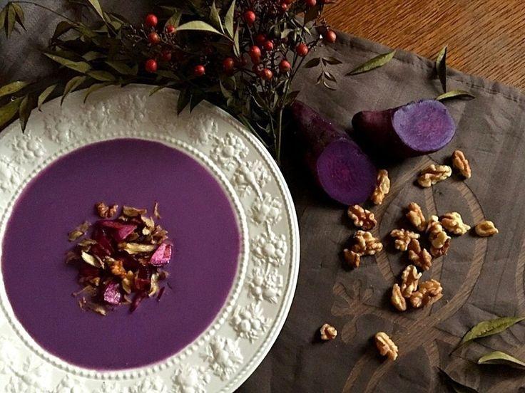 SanntinaさんのPuple yam soup with crispy toppings deep fried purple yam burdock root walnuts 紫芋のスープ かりかりトッピング添え 素揚げの紫芋 ごぼう くるみ #snapdish #foodstagram #instafood #food #homemade #cooking #japanesefood #料理 #手料理 #ごはん #おうちごはん #テーブルコーディネート #器 #お洒落 #ていねいな暮らし #暮らし #紫芋のスープ #スープ #ごぼう #くるみ #soup #Pupleyam #burdockroot #walnuts #よるごはん https://snapdish.co/d/ye1vXa