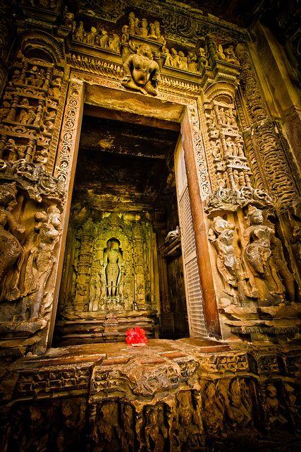 vidyaksha-education:    Khajuraho temple by Paki Nuttah on Flickr.