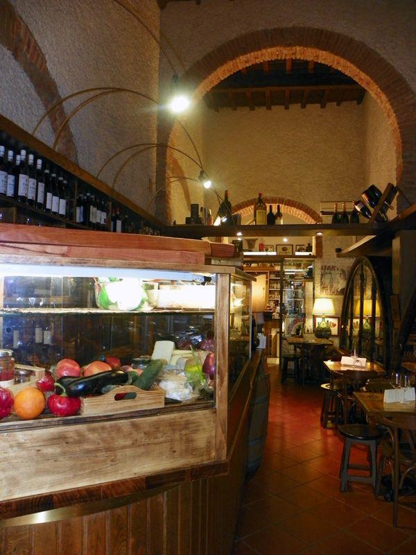 """Eventi Firenze: organizzalo da Alessi! http://www.enotecaalessi.it/it/articoli/eventi-firenze-organizzalo-da-alessi  L'enoteca e Wine Bar che ti permette di goderti al meglio la cultura enogastromica fiorentina: Alessi è il tuo posto a Firenze per tutto questo; e quando diciamo """"tuo"""", diciamo sul serio!"""