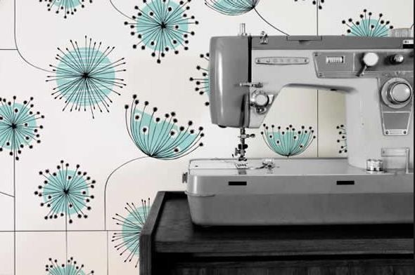 Even I could paint this wallpaper, myself!  I'm always looking style that is easy to replicate.