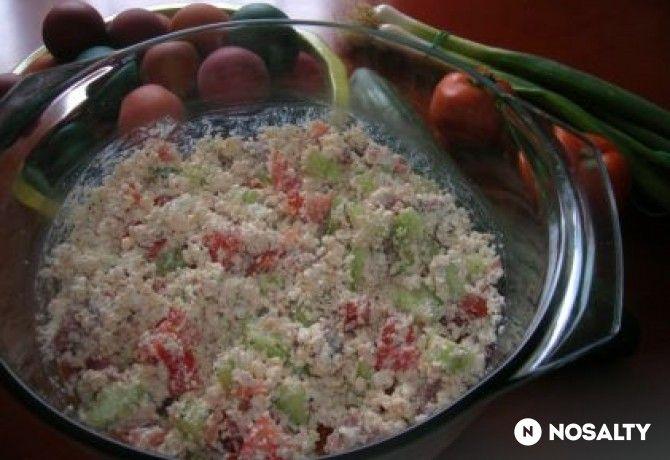 Színes húsvéti túrós-sonkás saláta