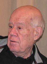 Dal 1948 al 1955, membro del Kibbutz, consolida il suo interesse per l'arte politico-sociale; nel 1956-1957 apprende la tecnica dell'affresco all'Accademia di Belle Arti di Firenze e studia Disegno presso l'Académie de la Grande Chaumière a Parigi http://musapietrasanta.it/content.php?menu=artisti
