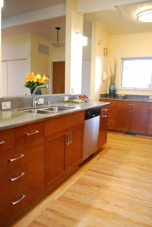 Craftsman kitchen like pulls on these cabinets like the for Craftsman style kitchen flooring