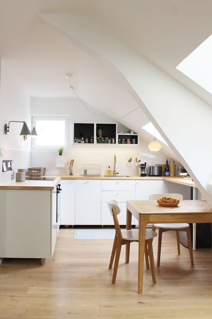 """Cuisine sous les combles d'un petit appartement à Aix Les Bains - Rénovation / Réalisation de l'agence """"Entre Les Murs"""""""