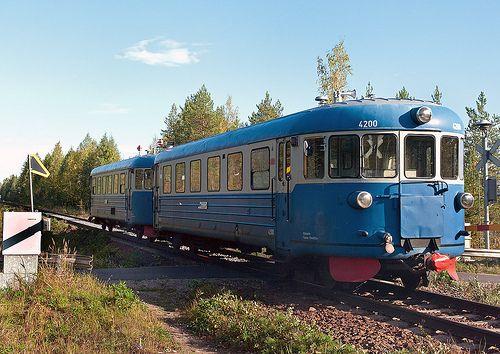 "Finnish Railways Class ""Lättähattu"" Class Dm7 diesel railcar No.4135 and 4200 on inspection duties from Pieksämäki to Savonlinna at Partaharjuntie level crossing on 9 Sept 2013"