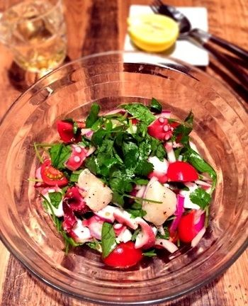 セビーチェとは、南米のマリネの調理法。コリアンダー、パクチー、唐辛子などのスパイスを使うのが特徴です。