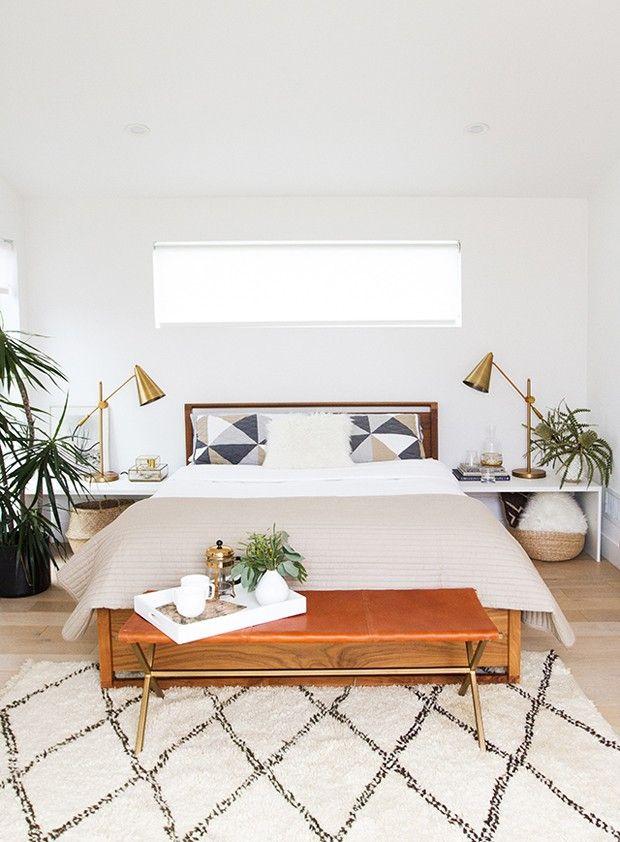 Décor do dia: quarto branco com detalhes dourados - Casa Vogue | Décor do dia