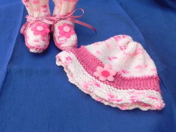 Scarpine e cappellino fatti a mano lana di Ciuppinociuppinino