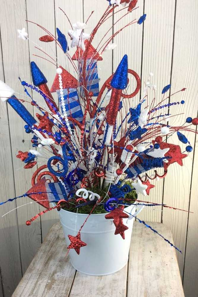 We've collected 36 photos with 4th of july decorations. You'll find here amazing fourth of july decorations ideas in red, white and blue colors: table decorations, centerpieces, crafts and more. Catch the inspiration! ★ See more: http://glaminati.com/ideas-4th-of-july-decorations/?utm_source=Pinterest&utm_medium=Social&utm_campaign=ideas-4th-of-july-decorations&utm_content=photo34