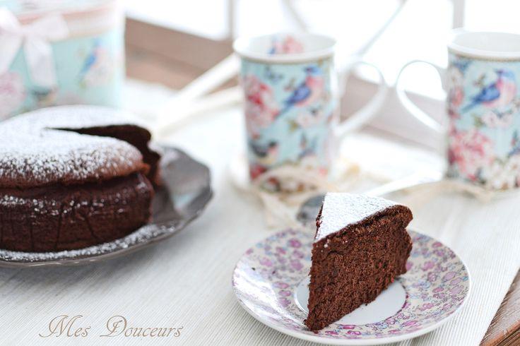 Ce gâteau va vous épater !! il a l'aspect d'un moelleux, mais la texture d'un fondant, super aérien, rapide à faire et la recette contient uniquement 3 ingrédients !! Je me suis inspiré du cheesecake japonais, vous devez vous dire mais qu'est ce qu'elle...