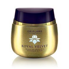 Royal Velvet Anniversary Edition -kiinteyttävä päivävoide SK 15