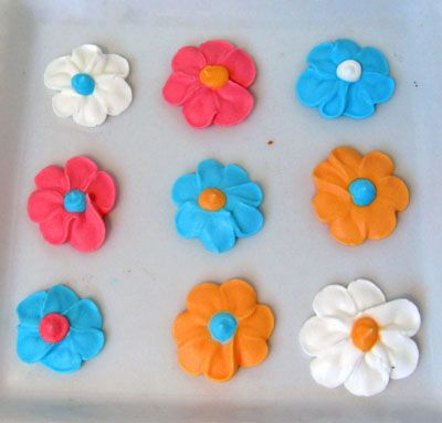 Learn how to make frosting flowers at home. This photo tutorial demonstrates how to make simple frosting flowers using buttercream or royal icing.