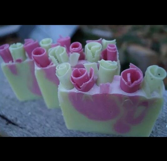 Pretty soap curls. CP soap. ♥ Pink & Green