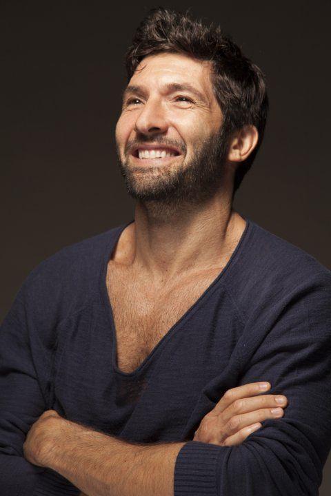 Walter Nudo.Nato il 2 Giugno è un attore, conduttore televisivo, cantautore e karateka canadese naturalizzato italiano.(1970)