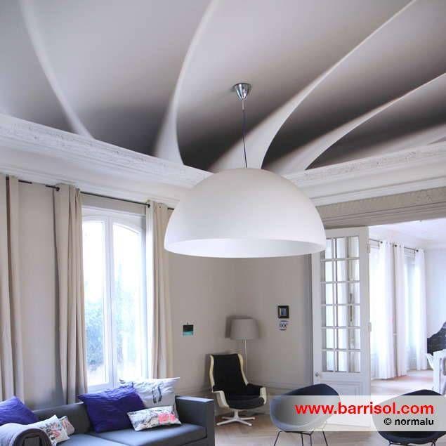 illusion au plafond jeu intressant avec les moulures et lampes xxl
