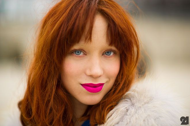 pink pout: Lips Color, Bright Pink, Red Hair, Paris Fashion Weeks, Hot Pink Lips, Pink Lipsticks, Neon Color, Red Head, Pink Hair Color
