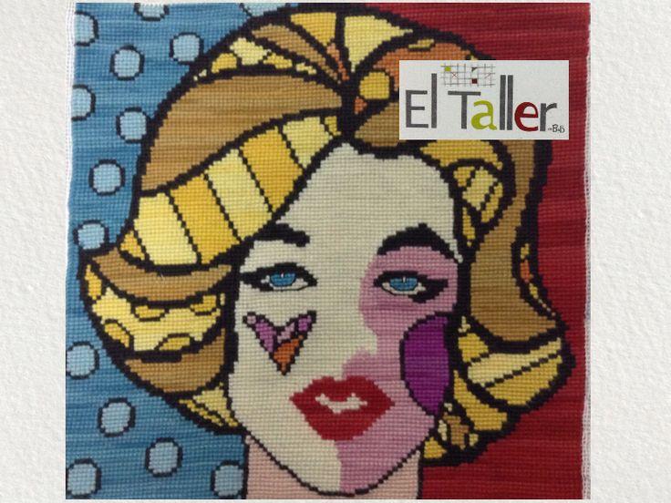 Marilyn en versión de Romero Britto, bordada a punto cruz