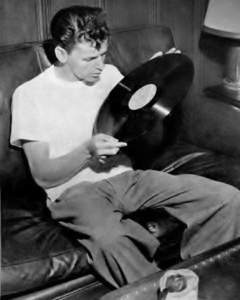 Frank Sinatra and vinyl two of my favorite things ❤️