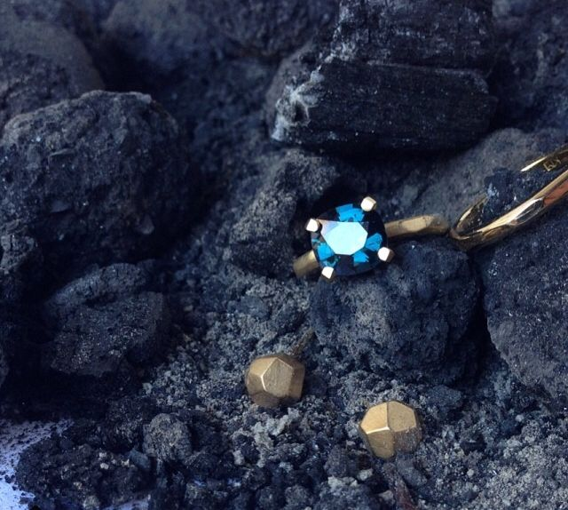 Supernova ring by Krista McRae (18ct yellow gold, blue spinel)