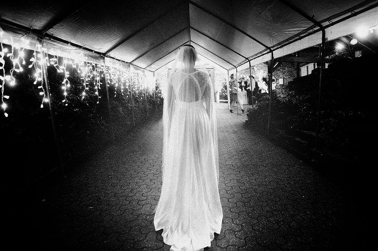 #Kamisheidt #Essen #KamesheidtEssen #Wedding #Hochzeit #sw #Hochzeitsfotografie #lightandshadow #weddinglocation #weddingdestination #likestars #bride #bridaldress #blackandwhite #analogstyle
