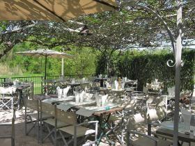La Ferme de Cornadels terrasse og restaurant