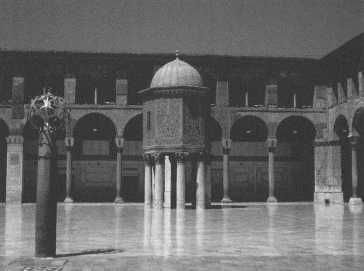 Courtyard of the Great Umayyad Mosque in Damascus, where Umm al-Dardā' (d. 81) taught hadīth and fiqh; among her students was 'Abd al-Malik ibn Marwān, the 5th Umayyad caliph. 'Ā'ishah bint 'Abd al-Hādī (d. 816) was appointed to the post of principal teacher of Sahīh al-Bukhārī here also, among her students was one the giants of hadīth, Ibn hajar al-ʿAsqalānī.