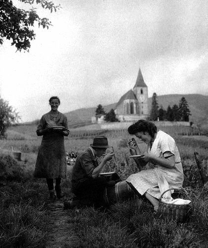 Robert Doisneau // Hunawihr, les vendanges, Alsace, 1945.