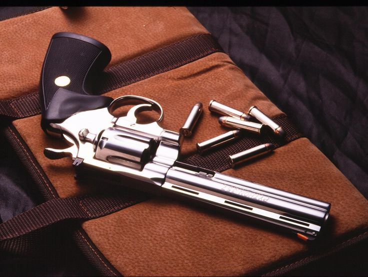 Ian Martins Colt python True gun