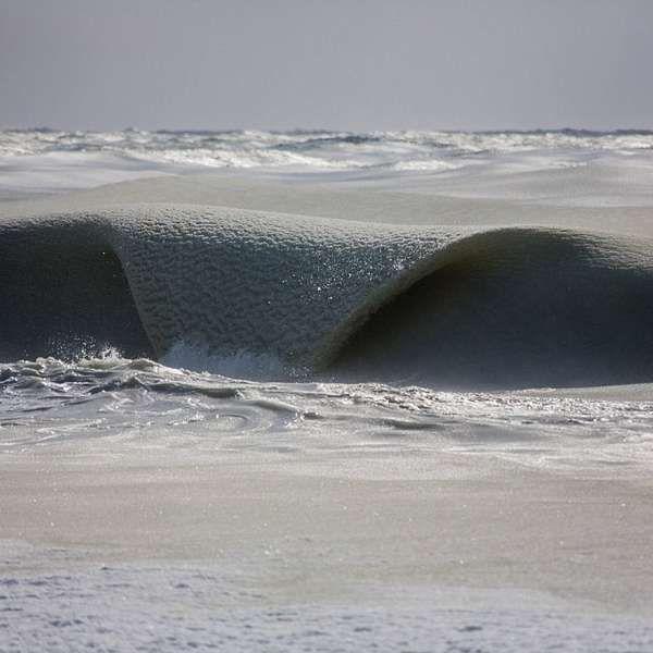 Surfista fotografa momento exato de congelamento de ondas - UAU!