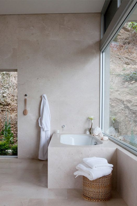 Large windows // Spa feel // white towels// dry brushing! AngelitaBonetti