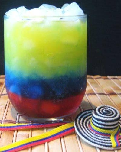 Gisteren plaatsten we een super cool drankje in de kleuren van de Colombiaanse vlag. Veel van jullie wilden heel graag weten hoe je dit toffe drankje maakt. Logisch ook, want hiermee ga je punten scoren! Zet je dit je gasten...