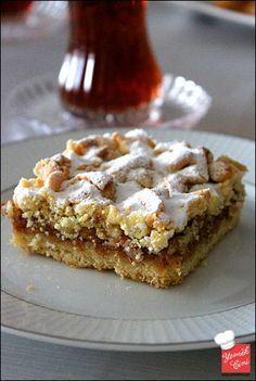 ✿ ❤ ♨ Elmalı Turta Yapılışı. Malzemeler: - 1 paket tereyağı (250 gr.) - 1 adet yumurta - 4 yemek kaşığı toz şeker - 1 paket kabartma tozu - Aldığı kadar un -Üzeri için pudra şekeri İç Malzemesi - 3-4 adet elma - 4 yemek kaşığıtoz şeker - Tarçın