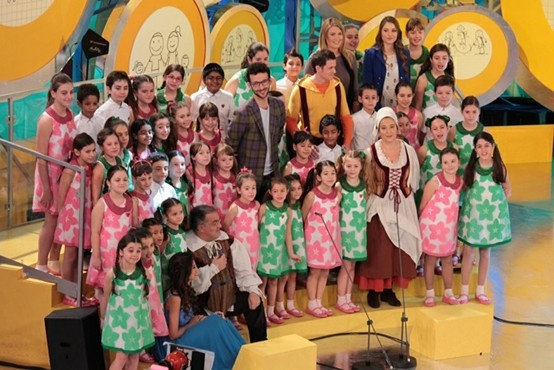 The Mariele Ventre Piccolo Coro choir from the Antoniano of Bologna wearing the new summer outfit. By MiMiSol, as always! Did you watch the show? #mimisol #marieleventre #piccolocorodellantoniano #antoniano #antonianobologna #piccolocoro #zecchinodoro #rai #raiyoyo #children #childrenswear #kids #kidswear #fashion #clothing