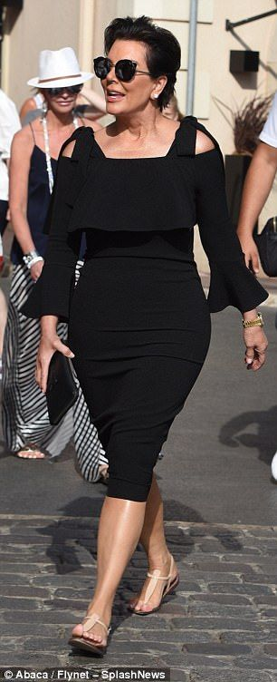 Kris Jenner, 62, continues to publicly shirk family woes #dailymail