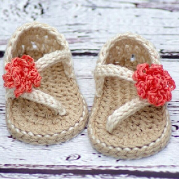 """Crocheted """" Strapy girl """" sandals Summer is almost here, and we have a brand new sandal pattern for you. These sporty little flip flops are super cute and super comfy for your little one, and with the working button heel strap they are easy to get on and stay on too!   Available sizes- Crochet Baby Bootie Measurements Chart Age of Babyshoe sole length- 3 months?? /3.5 inches  ?Message me if you have any questions I'm always glad to help:) #crochetisback #babyshoes #Thecrochetcobbler…"""