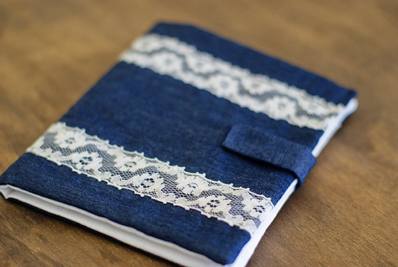 Lacey Jean Trim Sewing Needle Book via @Esther Bair -- isn't this lovely?! And such a wonderful usage of leftover denim scraps! :) These would make beautiful gifts! <3
