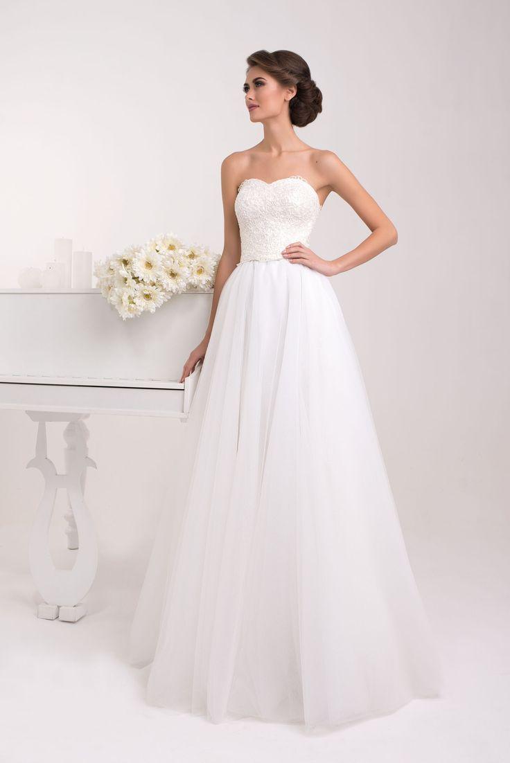 Krásne svadobné šaty s čipkovaným korzetom a širokou sukňou