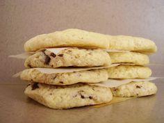 <p>Depuis mes années lycée, je voue un culte aveugle aux maxi cookies de la Mie Câline. Pour moi ils font mon âme-sœur de cookie : LE cookie idéal. Celui qui est tout mou, fondant en bouche. C'est le cookie gumgum par excellence, complètement à l'opposé des cookies tous secs et croquants que …</p>