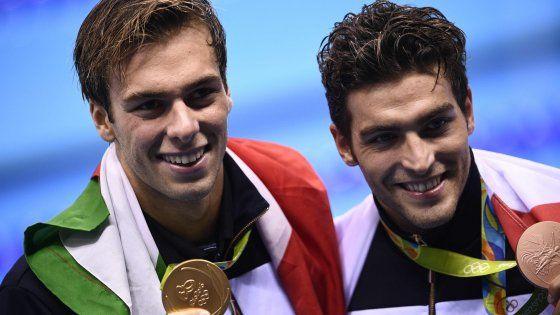 Due titoli olimpici per l'Italia nel giorno in cui il britannico si conferma re dei 10000. Delude la sciabola donne, nella boxe esce di scena anche Vianello. Bene il Setterosa, che di regala la sfida alla Cina nei quarti. Nel volley uomini, gli azzurri battono il Brasile