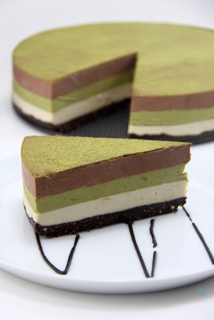 """no-bake chocolate, peanut butter, and matcha mousse """"cheesecake"""""""