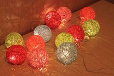 В преддверии Нового года мне бы хотелось рассказать, как я делаю гирлянду с шарами из ниток. Делаем мы это обычно с сыном. Он больше всего любит лопать шарики после того, как клей на них высохнет. Вот такую гирлянду я подарила на новый год свое сестре. Из материалов нам потребуется: - клей ПВА, лучше не канцелярский. Я использую такой: - гирлянда. Я покупаю их в Икее.