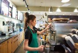 Starbucks cambia el dress code de sus empleados ¿qué hay detrás de esta estrategia?