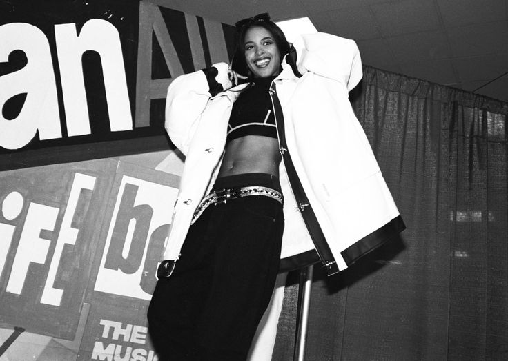 Aaliyah - Biography - Film Actress, Singer - Biography.com