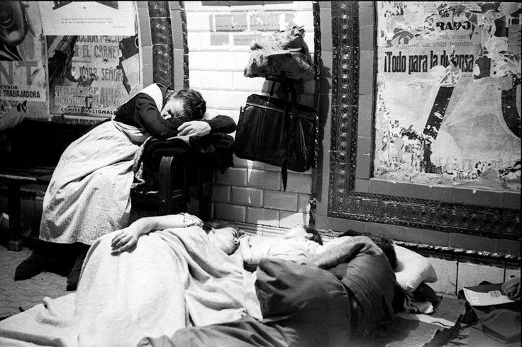Refugiándose en el Metro.madrid.