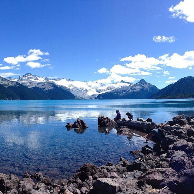 Garibaldi Lake makes the 18km hike worth every moment 😍 #garibaldi #explorebc #whistler #hiking #azur #friends #camping #redhot    #Regram via @elika.in.love