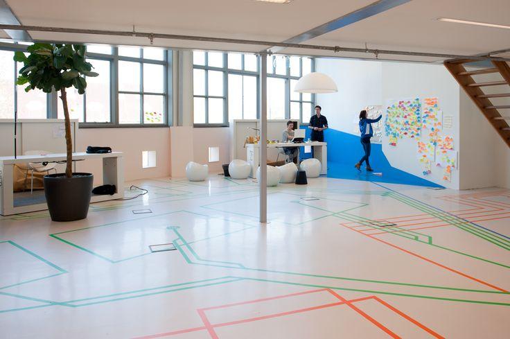 En toen kregen we opeens 300 m2 kantoorruimte ter beschikking met de opdracht: ga er maar wat leuks doen, hier is de sleutel, wees aardig voor de buren. Dankzij Portaal en de visionaire blik van de directeur.