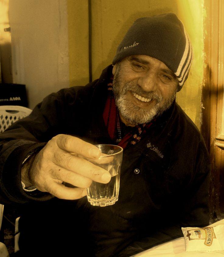 Ο Κώστας πίνει την μπύρα του, στο καταχειμωνιασμένο Αιτωλικό - Φεβρ. 2015
